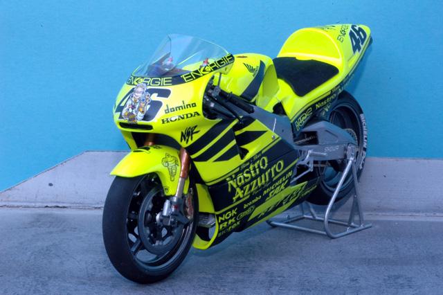 maquette moto 1/12 (hudson59640) MTk12-021_Honda_NSR500_2001_tests_Sudaf-3