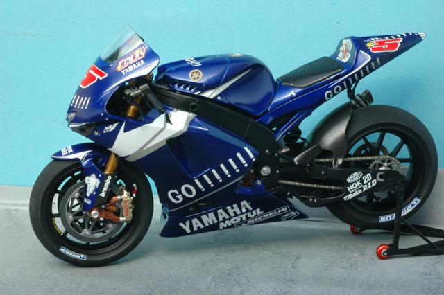 maquette moto 1/12 (hudson59640) MTk12-015_Yamaha_M1_2005_Edwards-2
