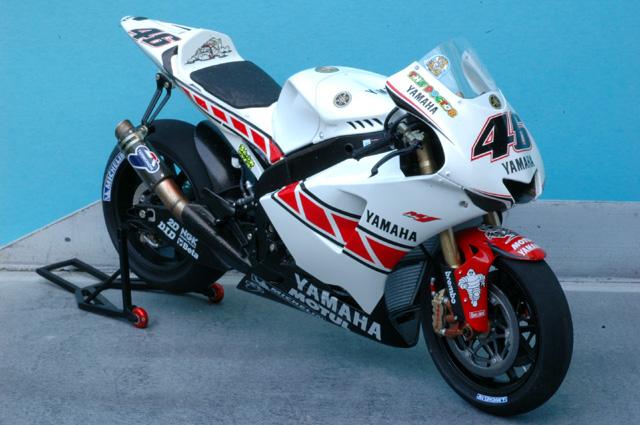maquette moto 1/12 (hudson59640) Mtk12-018_Rossi_Valencia_2005-2